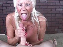 Old lady pv jerking